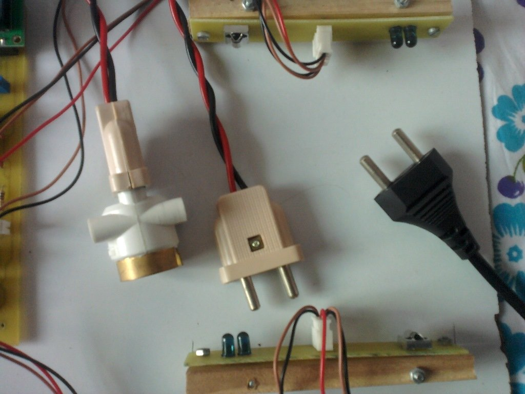 Automatic Room Light Controller Person Counter The Right Part Of Circuit On When Enough Falls Ldr Bidirectional With Roomlight